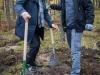 """Sadzenie drzew w Lesie """"Uroczysko Las Henryków"""". Fot. Klub Gaja / Joanna Żabicka."""