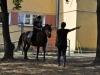 Nauka powodowania koniem to bardzo ważna lekcja dla osób z niepełnosprawnością. Fot. Klub Gaja.