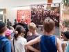 Dzieci i młodzież z bielskich świetlic środowiskowych na otwarciu wystawy.