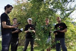 Klub Gaja czyta drzewom.